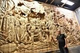 """Jan Papina, któremu rozgłos przyniosła 15-tonowa """"Bitwa pod Grunwaldem"""", wyrzeźbił kolejne płótno Jana Matejki – """"Batory pod Pskowem"""""""
