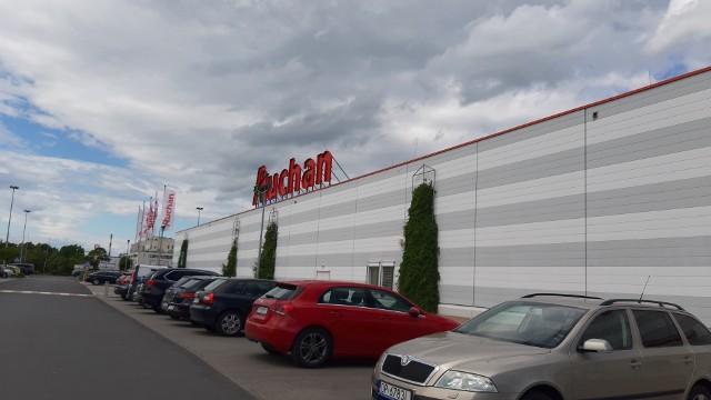Hipermarket Auchan Opole przy ul. Sosnkowskiego.