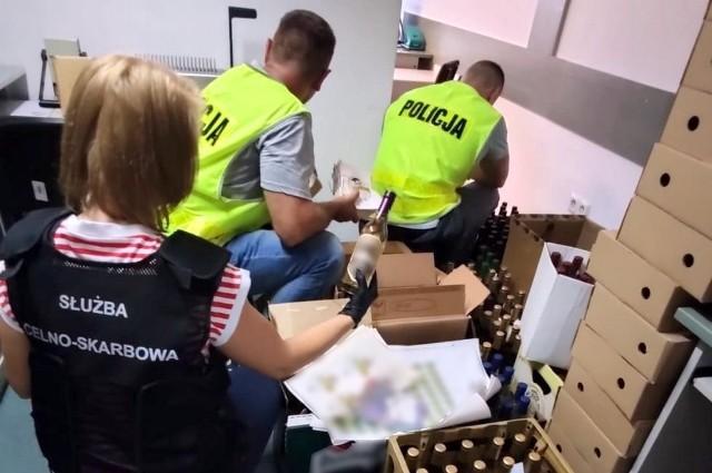 Magazyn z 160 litrami alkoholu niewiadomego pochodzenia odkryty w Białymstoku