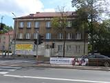 Urząd marszałkowski chce sprzedać budynek u zbiegu ul. Sienkiewicza i Złotej. Były plany, aby w tym miejscu stanęła książnica