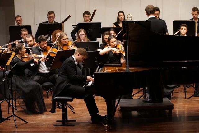 Jacek Kortus i orkiestra Symfoniczna Akademii  Muzycznej w Poznaniu