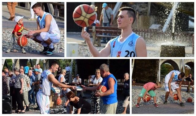 Tego jeszcze nie było. Przy tężni w inowrocławskich Solankach zorganizowano otwarty trening z udziałem zawodników KSK Noteć Inowrocław. Na przybyłych czekały zabawy, gry i konkursy z nagrodami. Zawodnicy opowiadali o koszykówce, zachęcali do kibicowania oraz rozdawali książki.