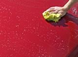 Jak bezpiecznie zmyć owady z auta?