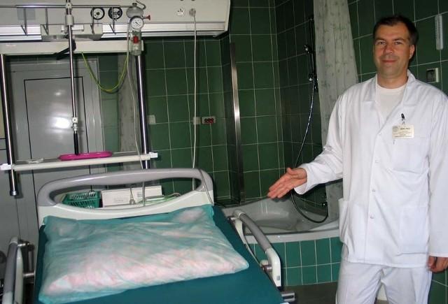 Dr Jakub Orzeł: - W sali porodów rodzinnych, w miejscu gdzie teraz znajduje się to łóżko, będzie duża prostokątna wanna do porodu w wodzie.