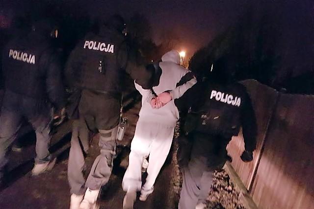 Czterech recydywistów wysadzających bankomaty zatrzymali policjanci z Poznania