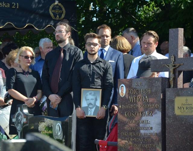 Około tysiąca osób uczestniczyło w pogrzebie legendarnego koszykarza Resovii Zdzisława Myrdy.