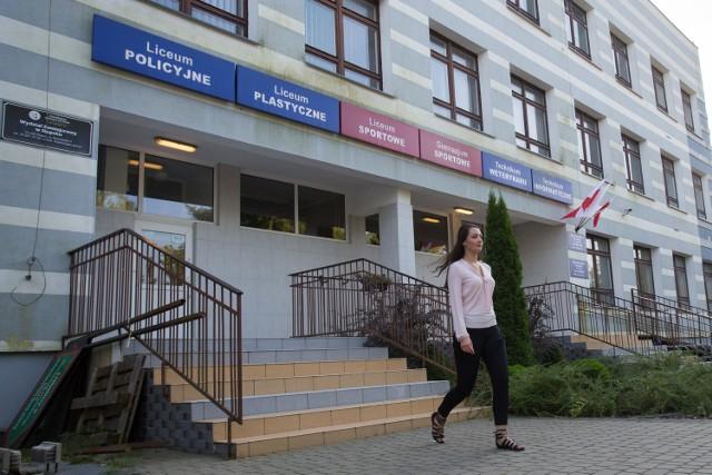 Zespół Szkół Informatycznych to technikum informatyczne i weterynaryjne, medyczne, policyjne i politechniczne licea ogólnokształcące, Liceum Plastyczne oraz Szkoła Mistrzostwa Sportowego.