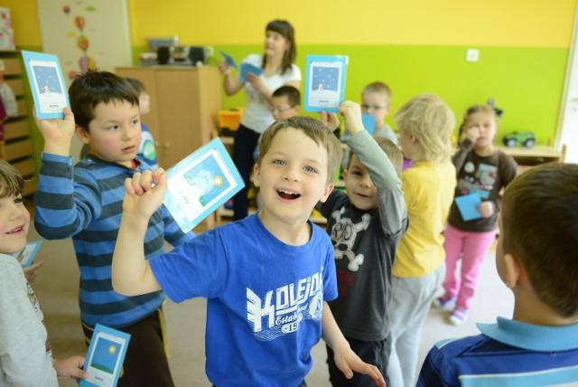 W Przedszkolu nr 189 na poznańskim Piątkowie wszystkie dzieci uczą się angielskiego w ramach zajęć dodatkowych. Lekcje z przedszkolakami prowadzi wykwalifikowana anglistka