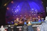 Koncert WOŚP w parku Zdrojowym w Ciechocinku. Energetyczna muzyka i licytacje [zdjęcia]