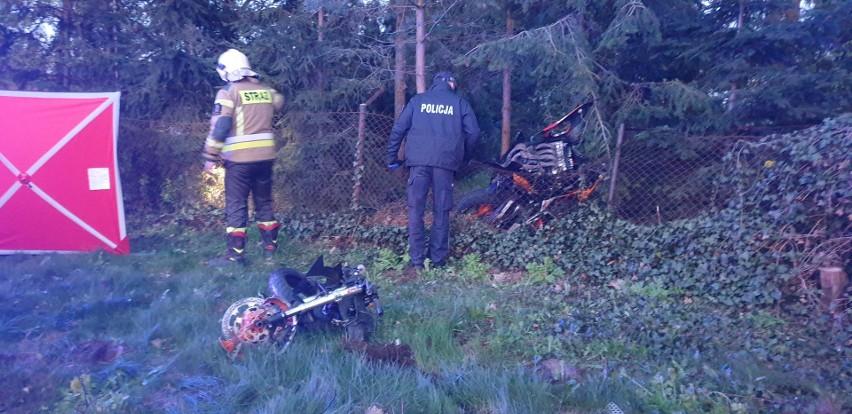 Na skutek tego wypadku dwaj mężczyźni w wieku kierujący...