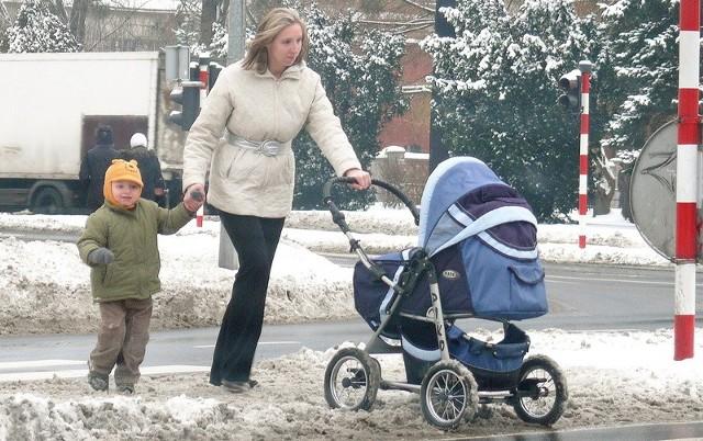 Czy trudy zajmowania się małymi dziećmi musza brać na swoje barki tylko kobiety? Fot. Piotr Bilski