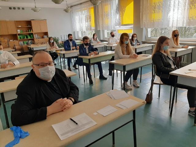 Pierwszy dzień matur w zespole szkół w Warce.