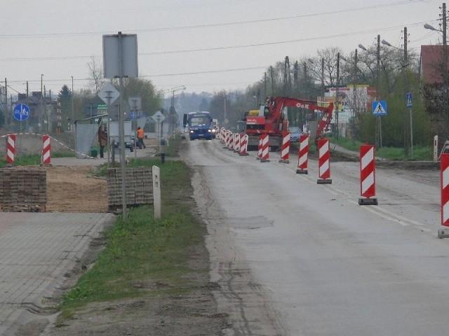 W Bodzechowie na remontowanej drodze wojewódzkiej numer 755 ruch odbywa się wahadłowo.