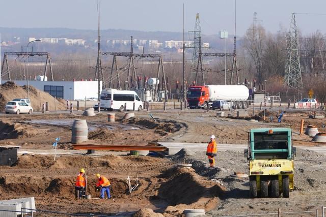 Są miejsca w Poznaniu, gdzie stale trzeba spodziewać się utrudnień - należy do nich budowa trasy tramwajowej na Naramowice