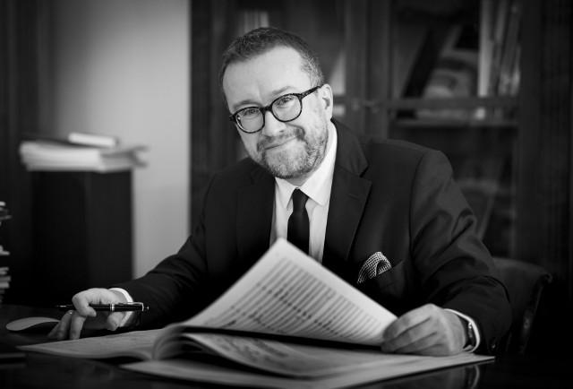 """Dr Daniel Cichy - redaktor naczelny Polskiego Wydawnictwa Muzycznego i autor wywiadów z cyklu  """"Po Cichu. O muzyce i literaturze"""""""