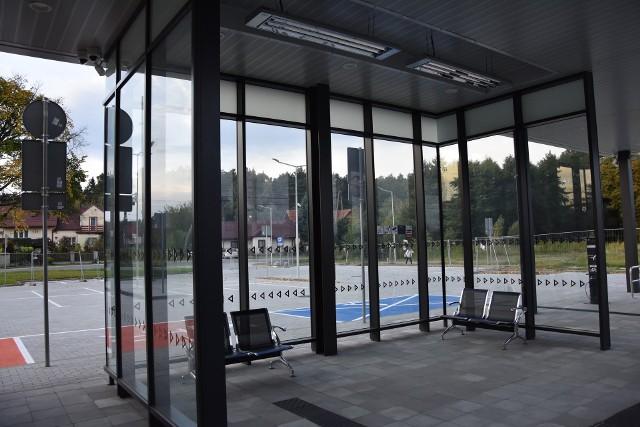 Pasażerowi korzystający ze stacji kolejowej w Biadolinach są zawiedzenie nowym wyglądem dworca. Brakuje im zamykanej poczekalni, gdzie mogliby czekać w cieple na pociąg