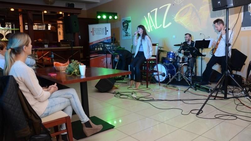 Koncert w Pionkach. Jazzowe Zaduszki z Pati Cze i Jazz in Duo w Centrum Aktywności Lokalnej