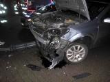 Kolizja w Skwierzynie. Dwa samochody rozbite, zniszczona latarnia... i ciemności w mieście