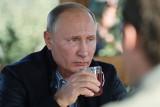Dlaczego Władimir Putin nie rozstaje się z tajemniczym kubkiem?