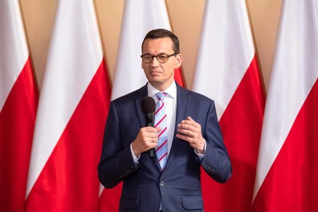 Jak ma obecnie wyglądać w Polsce walka z pandemią koronawirusa? W czwartek po południu premier Mateusz Morawiecki na specjalnej konferencji ogłosił nowe wytyczne i obostrzenia. Sprawdź na kolejnych slajdach. >>>