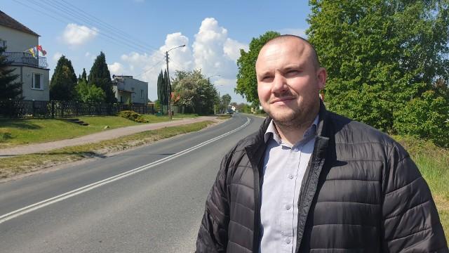 Przewodniczący rady powiatu krośnieńskiego, Kamil Kuśnierek chce zrobić wszystko, aby dofinansowanie nie przepadło i ulica Kresowa została wyremontowana.