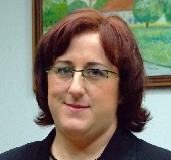 Magdalena Żelazna ma 31 lat, wyższe wykształcenie (zarządzanie i marketing) jest niezamężna, pochodzi i mieszka w Strzelcach Opolskich.