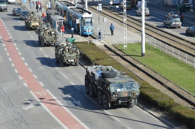 Przejazd kolumny wojsk NATO przez Wrocław