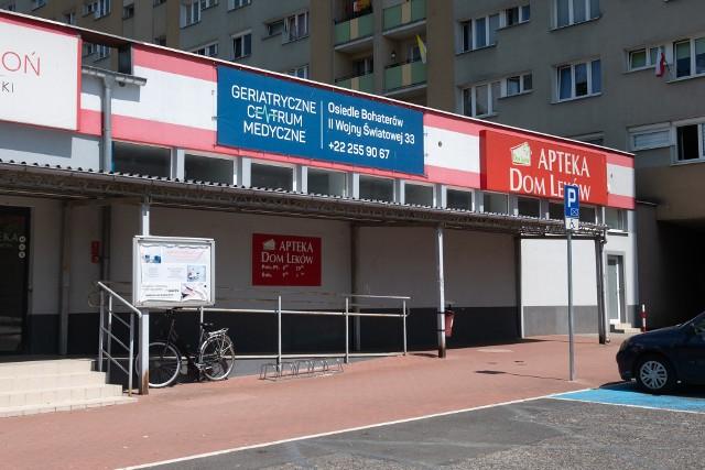 Os. Bohaterów II Wojny Światowej 33 w Poznaniu - to pod tym adresem powinno znajdować się Geriatryczne Centrum Medyczne. Jednak od ponad roku lokal jest zamknięty i nikogo tam nie ma.Przejdź do kolejnego zdjęcia --->