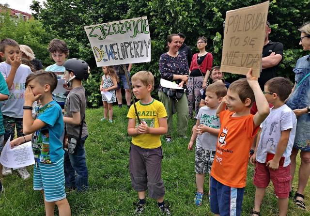 Sobotni protest mieszkańców przeciwko budowie bloku w miejscu górki saneczkowej