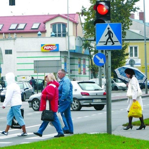 Przez skrzyżowanie ul. Piłsudskiego z Wojska Polskiego biegną dwie drogi krajowe. To bardzo ruchliwe miejsce.