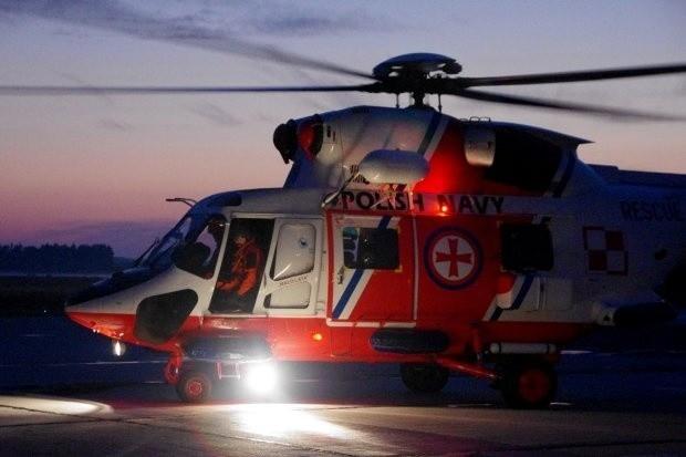 """Akcja ratownicza na Bałtyku. Załoga śmigłowca """"Anakonda"""" pomogła rannej kobiecie na promie"""