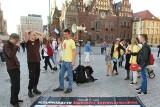 Kontrowersyjne zdjęcia martwych płodów znów na wrocławskim Rynku