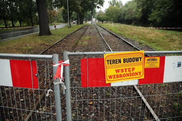Na razie nie wiadomo, kiedy uda się wznowić przerwany remont torowiska na Olszewskiego