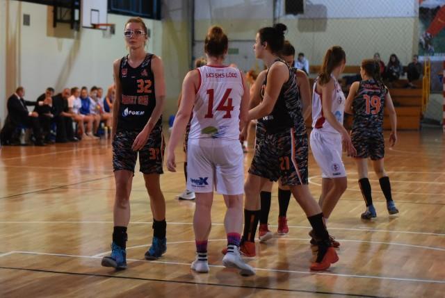 Młodzie dziewczyny w Aleksandrowie chcą trenować koszykówkę