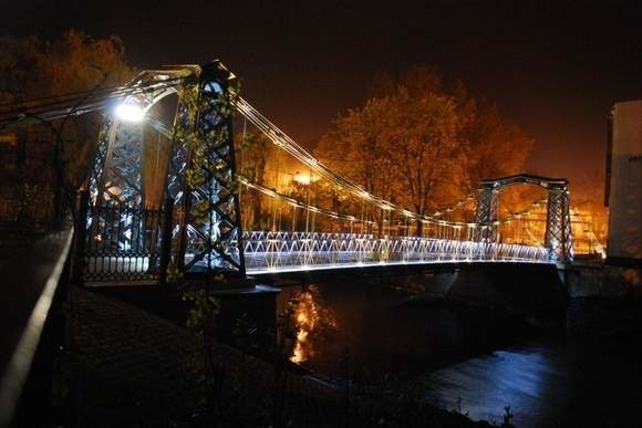 Jedna z kamer miała monitorować najstarszy żeliwny most wiszący w Europie.