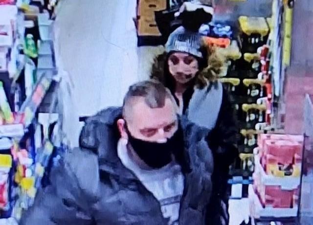 Policjanci z Komisariatu Policji Bydgoszcz-Szwederowo zwracają się z prośbą o pomoc w identyfikacji osób przedstawionych na zdjęciach i filmie.