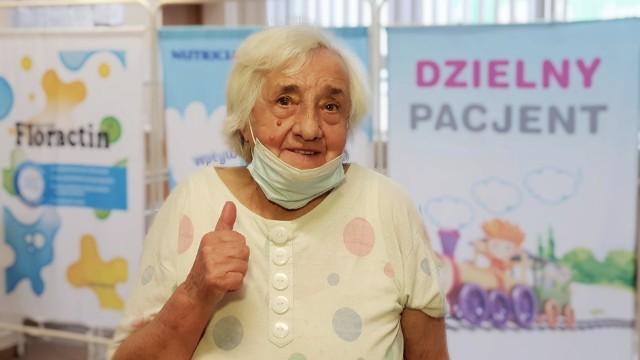 Henryka Reszczyńska dostała w poniedziałek pierwszą dawkę szczepionki - po kolejnej zyska odporność przeciw COVID-19.