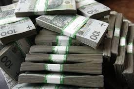 Gimnazjaliści znaleźli i oddali pieniądze. Właściciel poszukiwany!