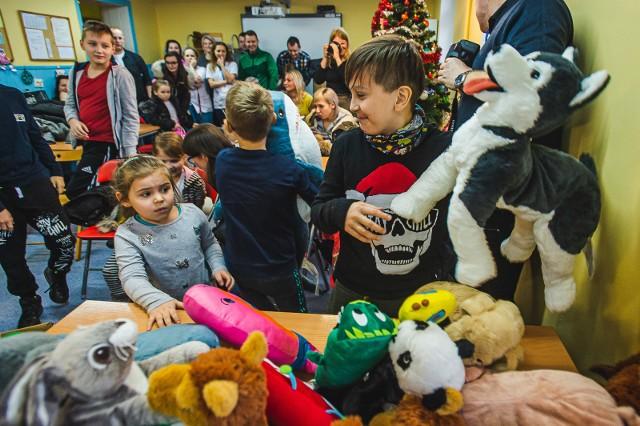 W środę, 8 stycznia odbyło się uroczyste przekazanie przeszło 400 pluszaków dla małych pacjentów Szpitala Dziecięcego Polanki w Gdańsku