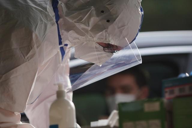 W ostatnim czasie zwiększyła się liczba wykonywanych testów na koronawirusa.