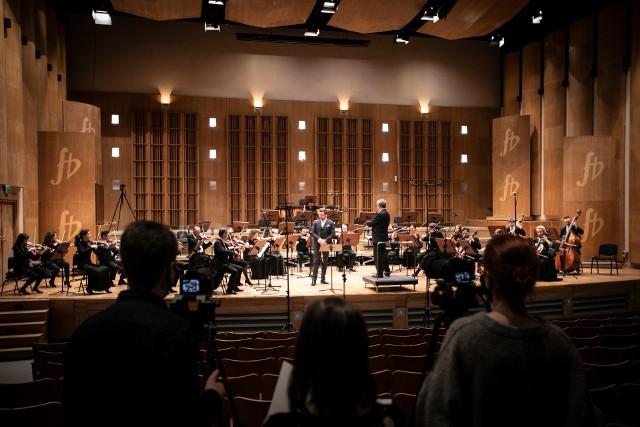 Koncert będzie transmitowany 23 kwietnia w formule online, na kanale Youtube instytucji. Orkiestra OiFP zagra utwory Mozarta, Schuberta i Mercadantego.
