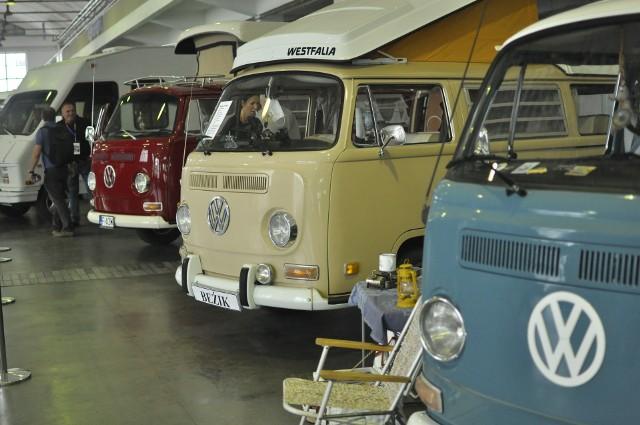 W weekend od 24 do 26 września na MTP odbywają się targi Caravans Salon. Do Poznania zjechały wyjątkowe campery, czyli domy na kółkach przygotowane na długie podróże, nawet do najbardziej wymagających. Wybraliśmy najciekawsze samochody i wnętrza, w których nawet najdłuższe podróże będą czystą przyjemnością.Zobacz kolejne zdjęcia -->