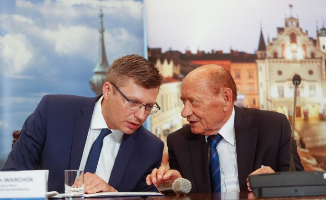 Z prawej strony sceny politycznej jako kolejnego prezydenta Rzeszowa coraz częściej wymienia się także posła Marcina Warchoła.