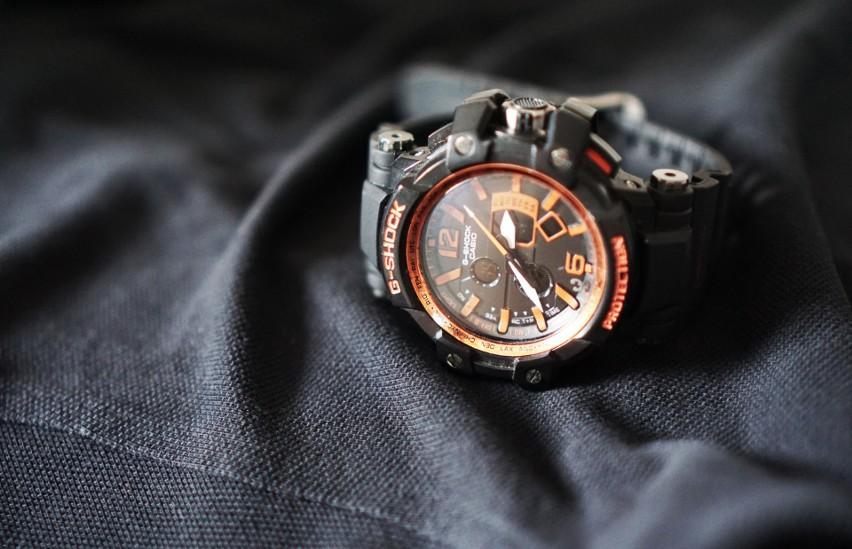 Zegarek sportowy lub smartwatch...