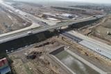 Budowa A1 w okolicach Radomska. Jak postępują prace? Oto najnowsze zdjęcia [marzec 2021]