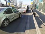 Wypadek w Wojkowicach Kościelnych. Jaguar zderzył się z volkswagenem. Trasa DK86 na Katowice jest częściowo zablokowana