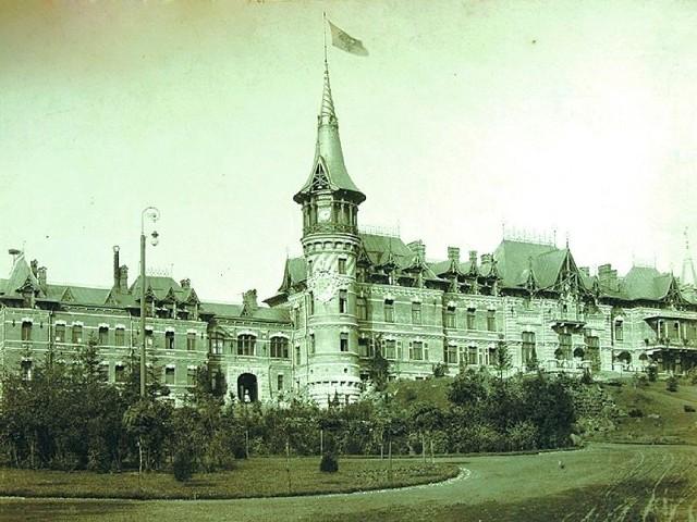 Pałac carski w Białowieży – fasada południowa. Koniec XIX wieku. Zdjęcie z archiwum autora.