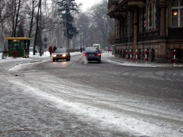 Na razie drogowcy radzą sobie ze śniegiem.