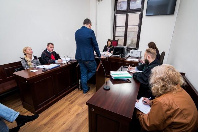 Grzegorz Bielawski zeznał w Sądzie Rejonowym w Bydgoszczy: - Psy żyły w fatalnych warunkach. W powietrzu unosiły się opary amoniaku, moczu. Było tak duszno, że nie można było oddychać.