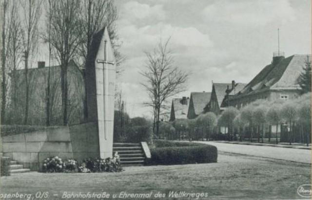 Tak wyglądał pomnik ofiar I wojny światowej. Dzisiaj w tym samym miejscu przed cmentarzem komunalnym stoi pomnik bohaterów walk o polskośćtzw. Ziem Odzyskanych.